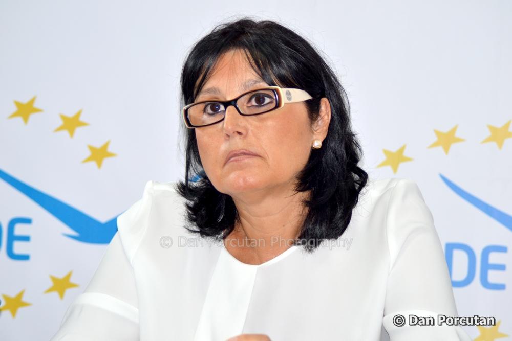 """Steluța Cătăniciu, deputat ALDE: """"Referendumul iniţiat de Iohannis, miză falsă pentru a-și regla imaginea prăbușită"""""""