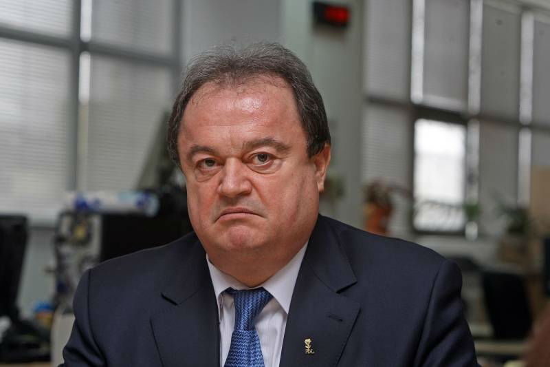 Vasile Blaga rămâne cu sechestru pe avere în dosarul de corupție