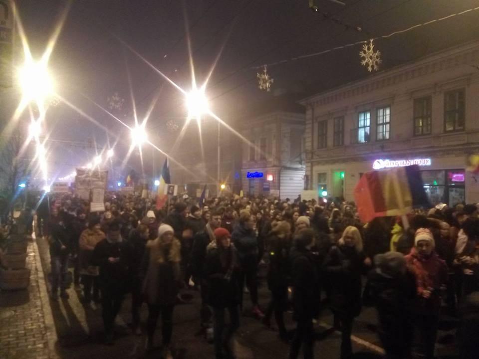A 11-a zi consecutivă de proteste la Cluj! 3.000 de clujeni au cerut demisia Guvernului Grindeanu