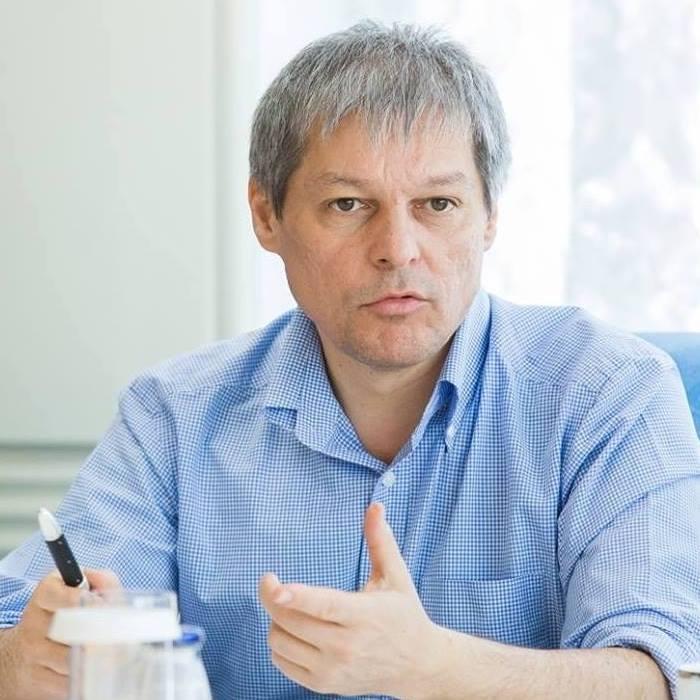 USR va institui un referendum intern pe tema fuziunii cu platforma România 100 a lui Dacian Cioloș