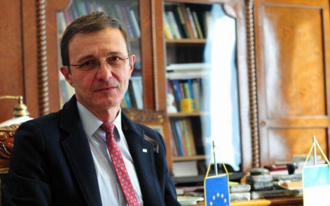 Ioan Aurel Pop, la Academia Română: crește analfabetismul funcțional, scade interesul pentru cultură