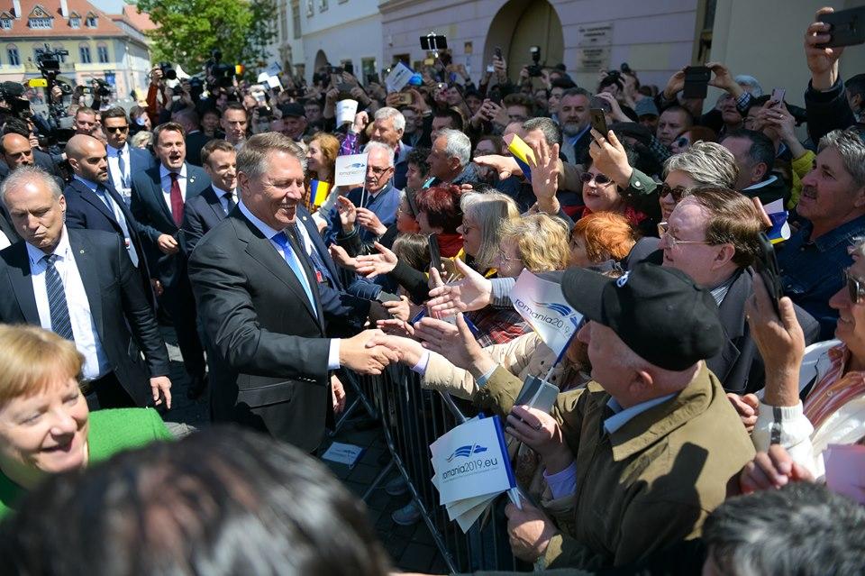 Baie de mulțime a liderilor europeni la Summitul UE de la Sibiu
