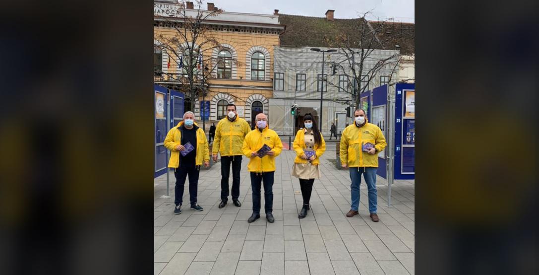 """Liberalii clujeni, în campanie pe străzile Clujului, în frunte cu """"greii""""  Emil Boc și Daniel Buda"""