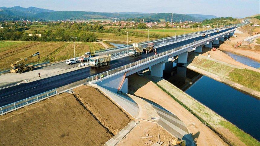 """Lucian Bode: """"Autostrada Transilvania are 110 kilometri în lucru. Peste patru ani, ne-am propus ca 160 de kilometri din autostradă să fie daţi în trafic"""""""