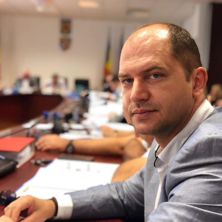 """Consilierul local PSD Cluj Vladimir Mătușan """"se ia la trântă"""" cu Emil Boc și se laudă că """"i-a ținut piept în ședință"""""""