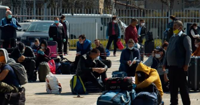 Plecarea lucrătorilor români din Regatul Unit îi lasă pe britanici fără forță de muncă. Angajatorii din UK nu știu cu cine să-i înlocuiască