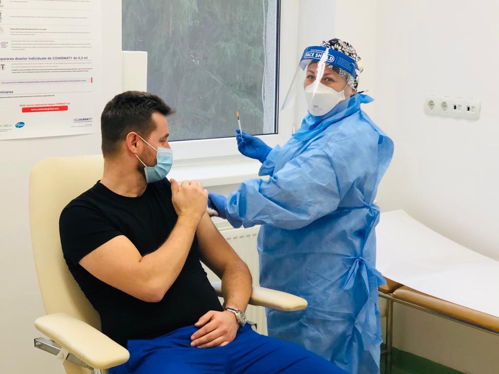 La Cluj numărul persoanelor vaccinate anti-COVID se apropie de 100.000
